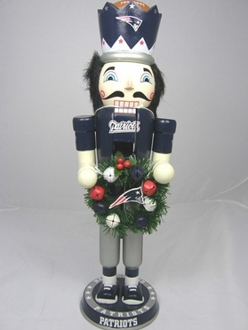 New England Patriots 14 Inch Wreath Nutcracker Figurine