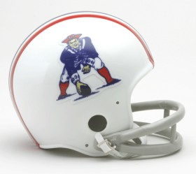 New England Patriots 1965-81 2-Bar Throwback Replica Mini Helmet