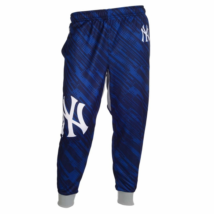 Kenneth Cole New York adds contemporary sporty style to your leisure look with these super-comfortable jogger pants, finished with zip pockets at the front and the back.