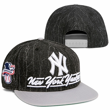 New York Yankees New Era 9FIFTY Lightning Strike Snapback Hat