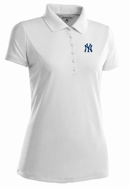 New York Yankees Womens Pique Xtra Lite Polo Shirt (Color: White)
