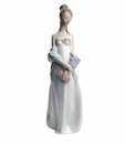 "Nao by Lladro Porcelain ""Sweet elegance"" Figurine"