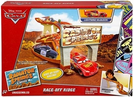 Disney / Pixar CARS Radiator Springs Classic Exclusive Playset Race-Off Ridge [Includes Lightning McQueen] New!