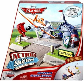 Disney PLANES Action Shifters Playset Skipper's Flight School