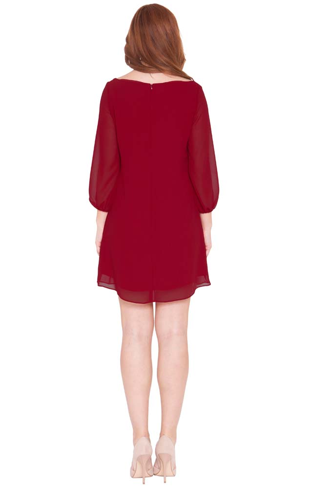 Maternity tunic styles. Maternity tunics are available in fitted tops that hug your baby bump and flowing styles that are less form-fitting. You can also choose to wear some after-pregnancy tops that include easy access for breastfeeding.