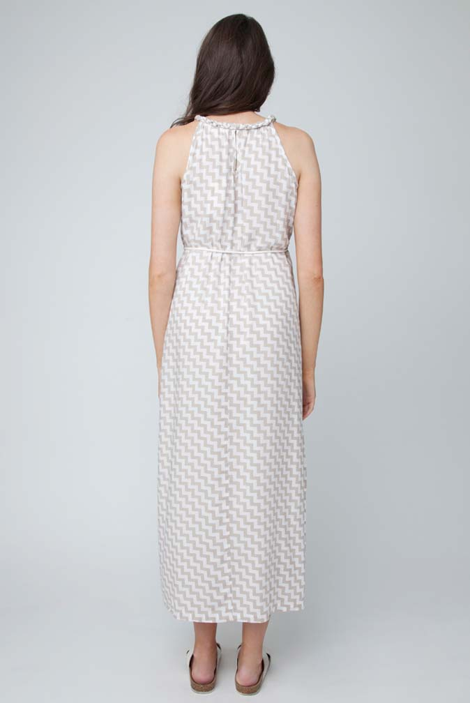 Other maternity brands include Introspect Maternity, Momo, ASOS Maternity, and Mimi Maternity. Styling Maternity Dresses. Like other women's dresses, maternity dresses come in a variety of styles. Some are shorter and fitted, while others have a higher waist and flared skirt. Maxi dresses are .