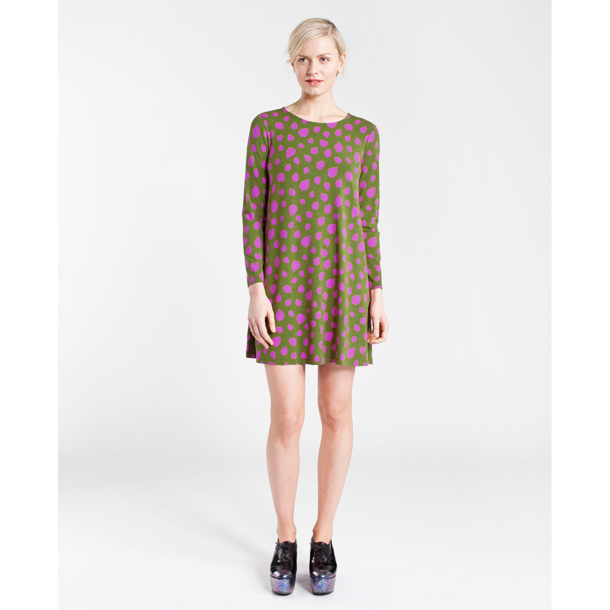 Marimekko is a Finnish textile and clothing design house renowned for its original prints and colours since The company designs and manufactures high-quality clothing, interior decoration textiles, bags and other accessories.