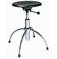 SE 43 Swivel Stool with Height Adjustment by Wilde + Spieth