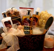 Caramel & Cr�me Bliss Spa Gift Basket