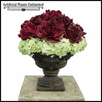 Small Rose Delight Arrangement with Hydrangea Accent
