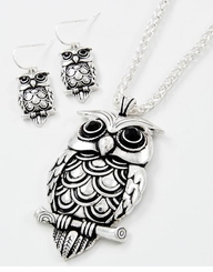 Antique Silver Tone Metal Owl Pendent Necklace Set