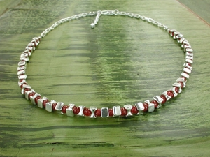 Vertebrae Lux Necklace with Carnelian