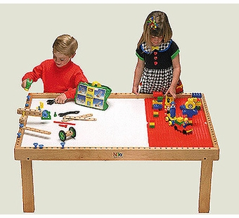 Nilo <br />Wooden Train Table