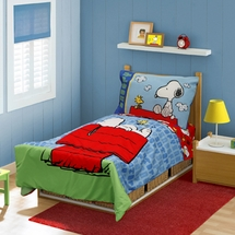 """Peanuts """"Snoopy On The House"""" Toddler Bed Set"""