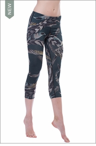 Hardtail Flat Waist Capri (FEAT-03, Forest Green / Feathers / Space Dye)