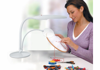 Daylight� Table Top Daylight Magnifying Lamp