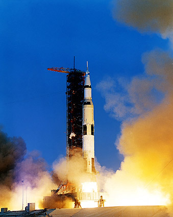 Apollo 13 Saturn V Moo...