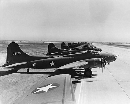 Boeing B-17 Flying Fortress Line-Up WWII Photo Print