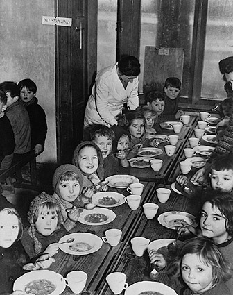 East End London Evacuee Children WWII 1941 Photo Print