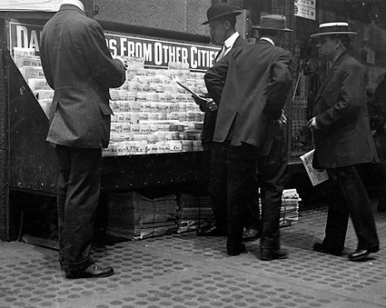 New York City Newsstand Lewis Hine 1913 Photo Print