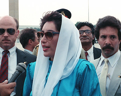 Pakistan Prime Minister Benazir Bhutto 1988 Photo Print