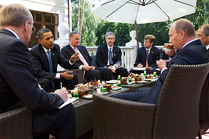 President Obama at Breakfast Meeting with Putin in Russia Photo Print