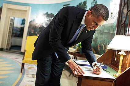 President Obama Signs Letter in Diplomatic Reception Room Photo Print