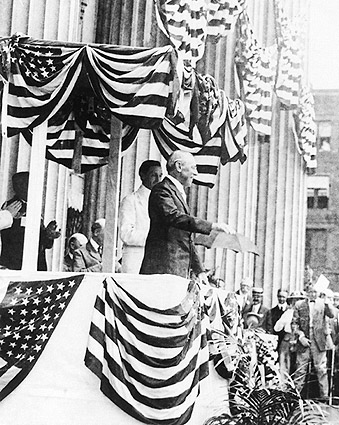 President Woodrow Wilson Speaking to Crowd Photo Print