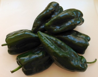 Fresh Chile Poblano Peppers - Chiles Poblanos Frescos