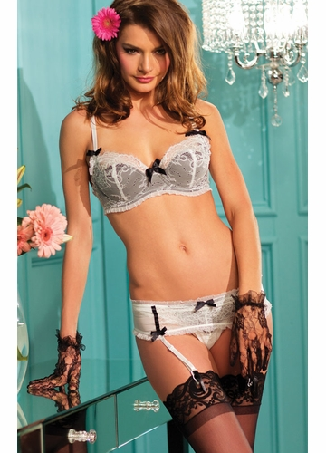 3-Piece Lace Bra, Garterbelt and Panty