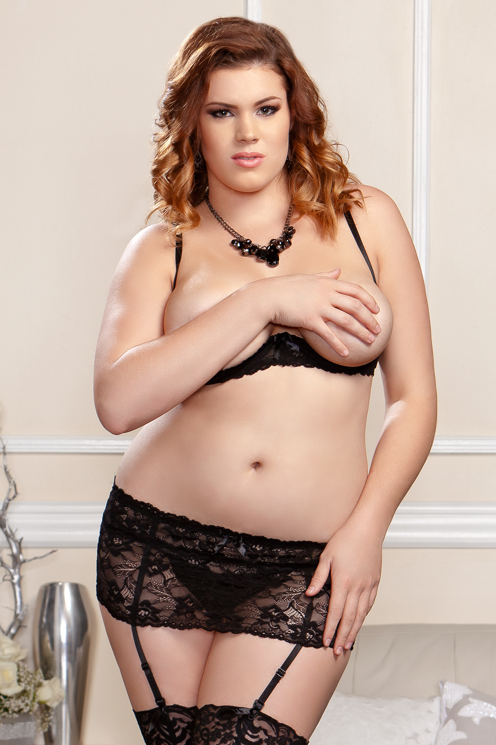 Victoria Lace Open Crotch G-string