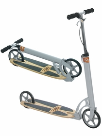 Xootr CRUZ ULTRA kick scooter with fender brake