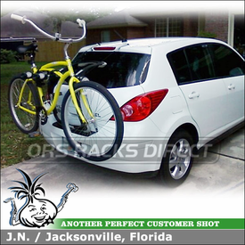 2009 Nissan Versa SL Hatchback Locking Bike Rack - Thule RaceWay