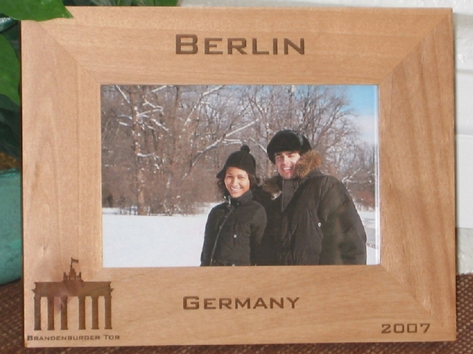 Berlin Picture Frame - Personalized Frame - Laser Engraved Brandenburger Tor