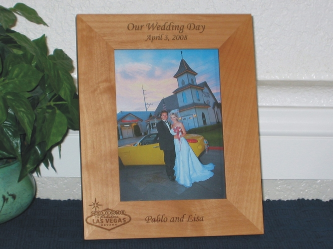 Las Vegas Wedding Favor Picture Frame - Personalized Frame - Laser Engraved Vegas Welcome Sign