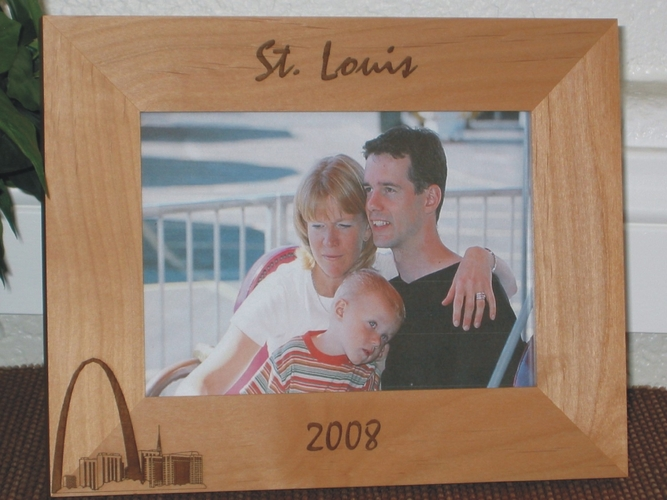 St Louis Picture Frame - Personalized Frame - Laser Engraved St. Louis Arch