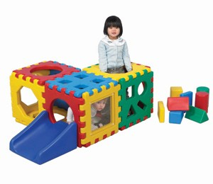 Snap Junior Village Play Set