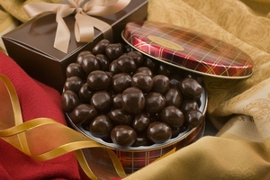 10oz Dark Chocolate Covered Macadamias