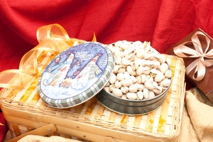 7oz Colossal Pistachios Holiday Gift Tin