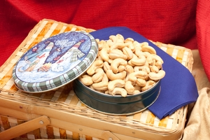 8 oz Giant Cashew Holiday Gift Tin