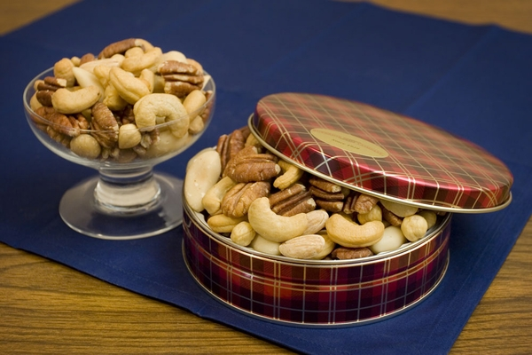 8oz Superior Mixed Nuts Gift Tin