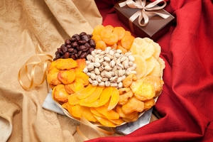 Deluxe Fruit and Nut Gift Tray