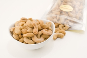 Giant Whole Cashews (1 Pound Bag)