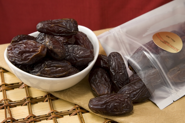 Jumbo Medjool Dates (1 Pound Bag)