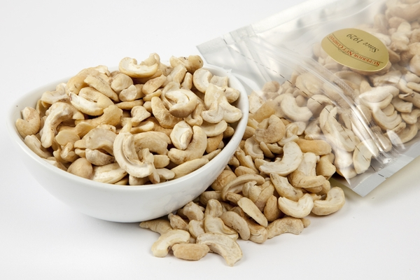 Raw Cashew Halves (1 Pound Bag)