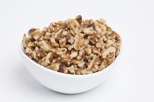 Walnut Medium Pieces - Syrupers (10 Pound Case)