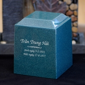 Personalized Emeral Urns