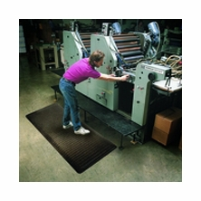 Wearwell 416 15/16'' Ultra Soft Diamond Plate Anti-Fatigue Mats with GritWorks