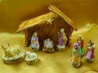 Rochard� Eight Piece Mini Hinged Limoges Nativity with Porcelain Stable
