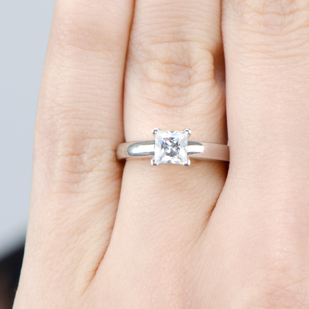 Is a 1-carat cubic zirconia the same size as a 1-carat diamond?